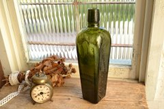 オリーブグリーンのアンティークジンボトル