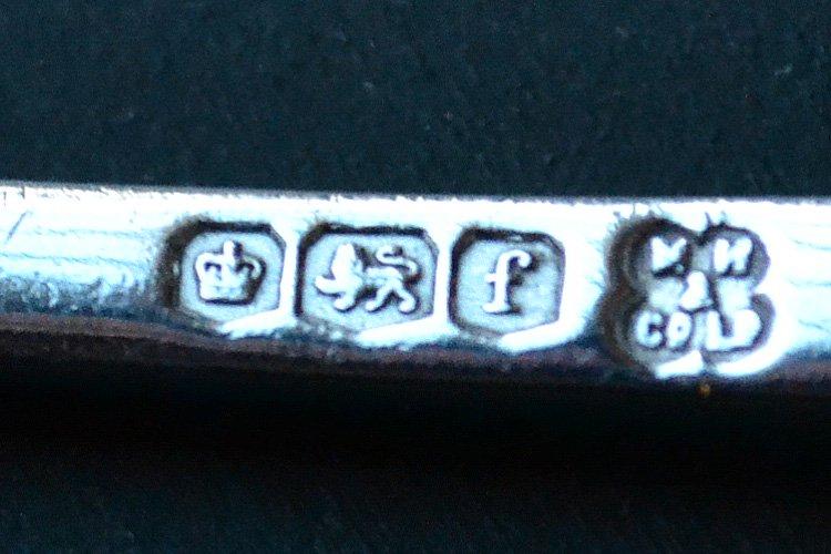 アンティークシルバーのスプーン 英国スターリングシルバー・銀器(925 純銀製) シェフィールド 1923年です。