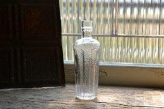 ざらざらの表面が可愛い小さなボトル アンティークボトル