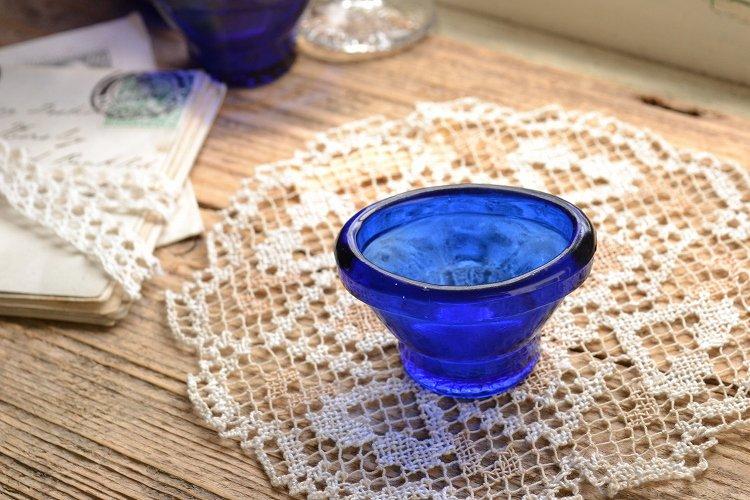 コバルトブルーのアイカップです。