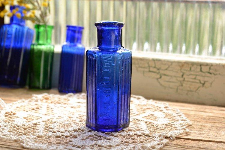 サンプルサイズのポイズンボトル コバルトブルー ミニボトル 薬瓶 NOT TO BE TAKENです。