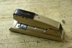 アメリカのビンテージ ホッチキス/ホチキス/ステープラー アイボリー 芯付き