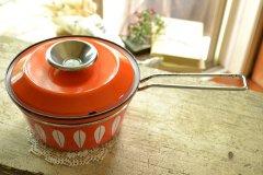 送料無料!キャサリンホルム社 ロータスシリーズの片手鍋(オレンジ) ノルウェー キッチンウェア