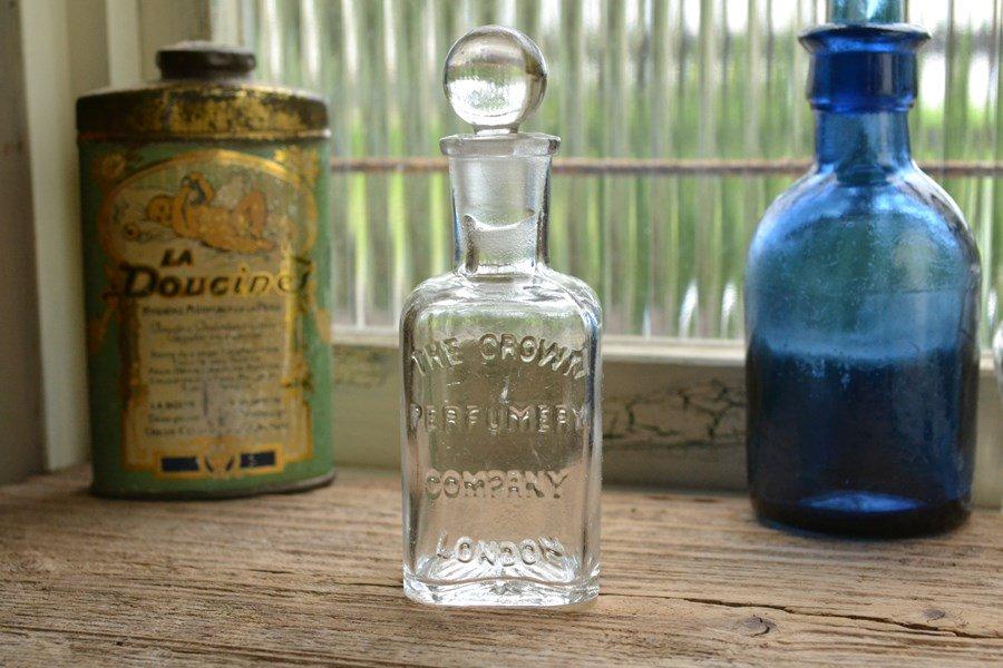ストッパー付きの透明な香水瓶/エンボスロゴ/アンティークボトル