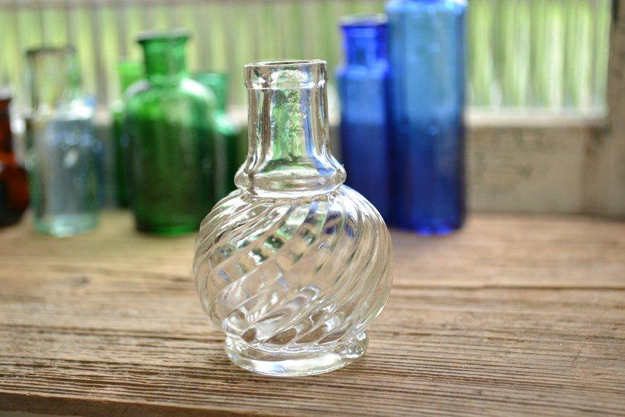 可愛い模様の丸いアンティークミニボトル