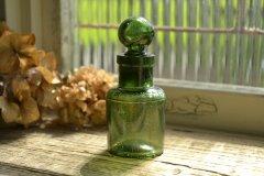 ストッパー付きグリーンの香水瓶/アンティークボトル
