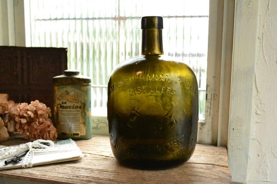 オリーブグリーンのウィスキーボトル エンボスロゴ アンティークボトル イギリス お店づくり、お店づくりにピッ…
