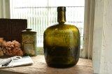 オリーブグリーンのウィスキーボトル エンボスロゴ アンティークボトル イギリス お店づくり、お店づくりにピッタリ
