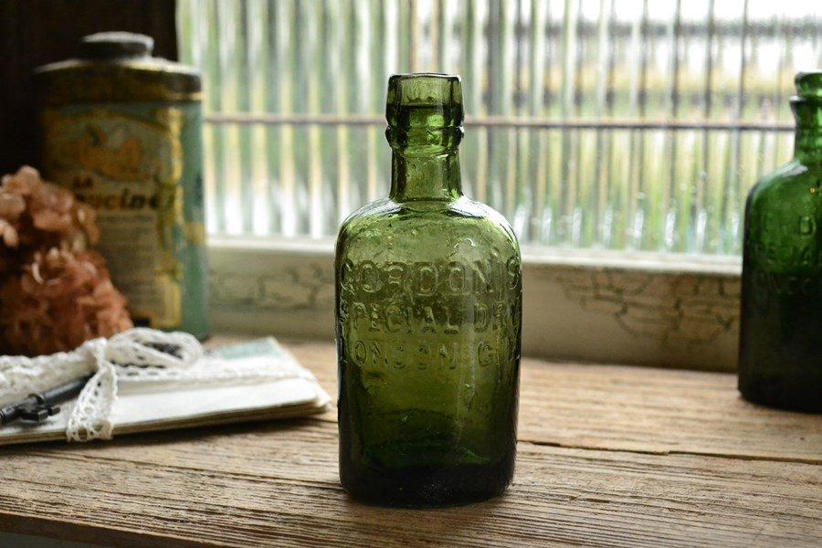 オリーブグリーンのアンティークボトル/ゴードン/ジンボトル
