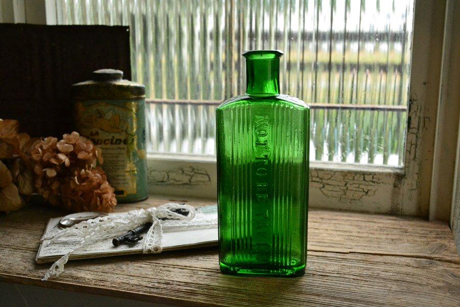 綺麗なグリーンの薬瓶/ポイズンボトル/NOT TO BE TAKEN/4oz/お店づくり、お部屋づくりにピッタリ