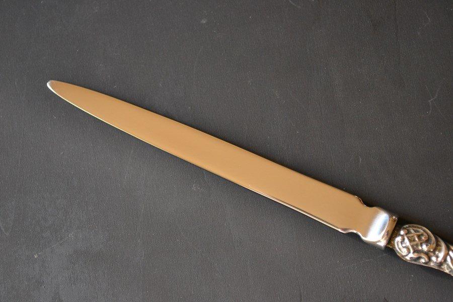 送料無料!豪華な装飾のアンティークシルバーのペーパーナイフ/レターオープナー 英国スターリングシルバー・銀器(925 純銀) チェスター 1908年です。