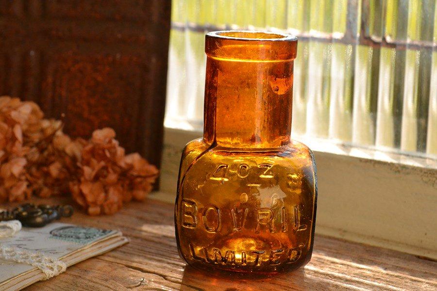 ボブリル アンティーク瓶 4oz/BOVRIL/エンボス入り(訳あり商品)です。