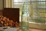 アンティークなイギリスのラムネ瓶/エンボスロゴ