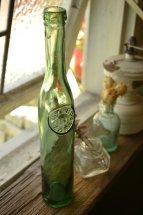 スリムで背の高いグリーンボトル 一輪挿しにピッタリ