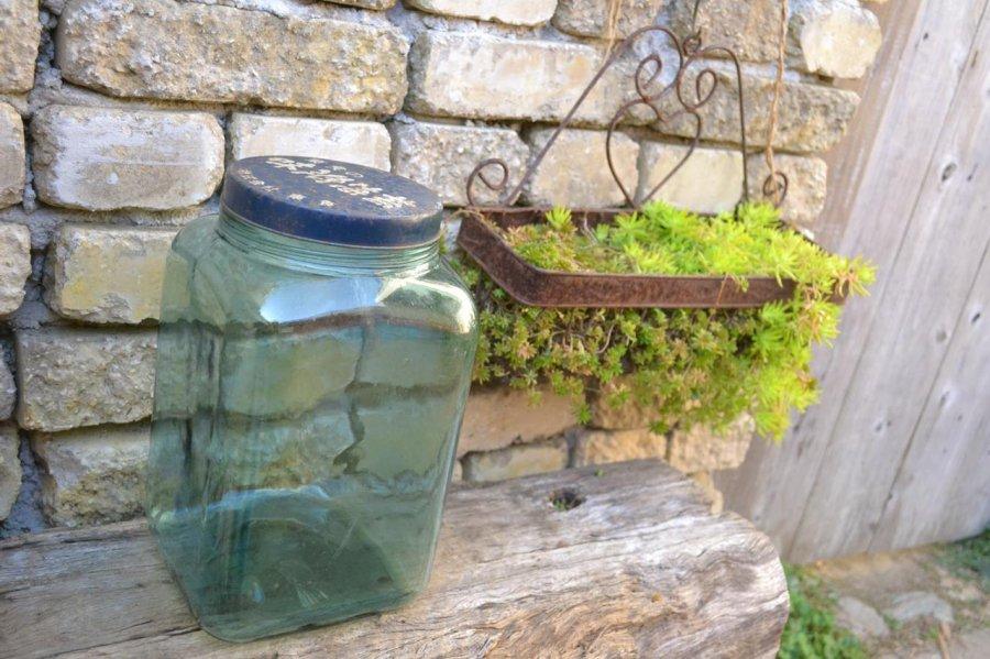 懐かしいガラスの味付海苔の瓶 気泡もあるレトロなガラスです。