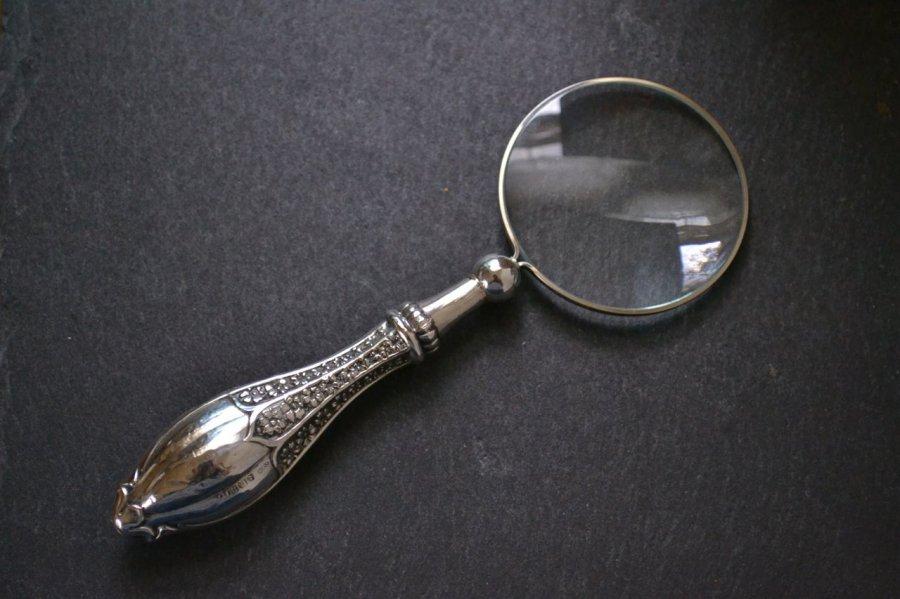 アンティークシルバーのルーペ・虫眼鏡 英国スターリングシルバー・銀器(925 純銀) バーミンガム 1912年です。