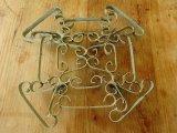 フランス製かわいい模様のアイアン製鍋敷き(IRON TRIVET)
