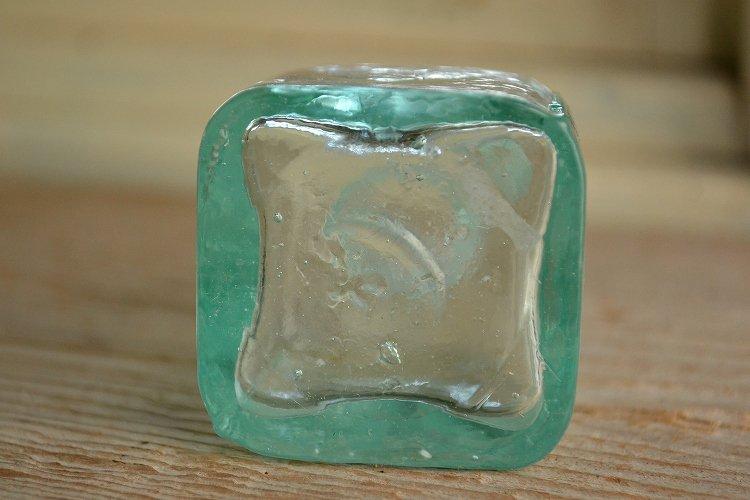 アンティークインクボトル 四角形です。