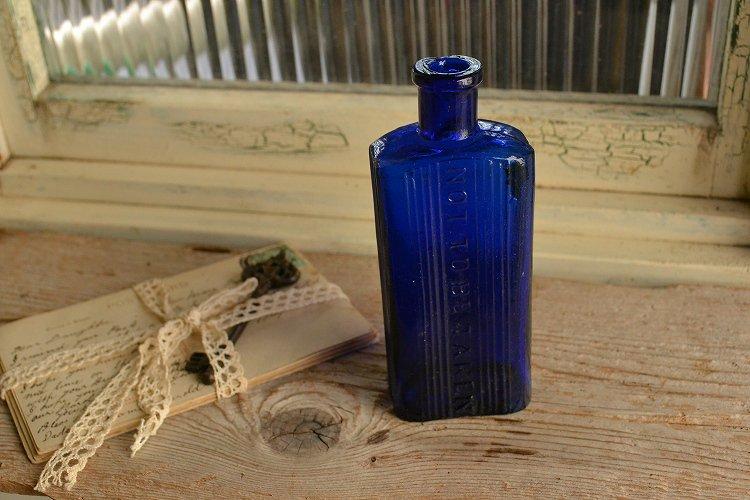 アンティークボトル コバルトブルー 薬瓶 ポイズンボトル NOT TO BE TAKEN 4ozです。
