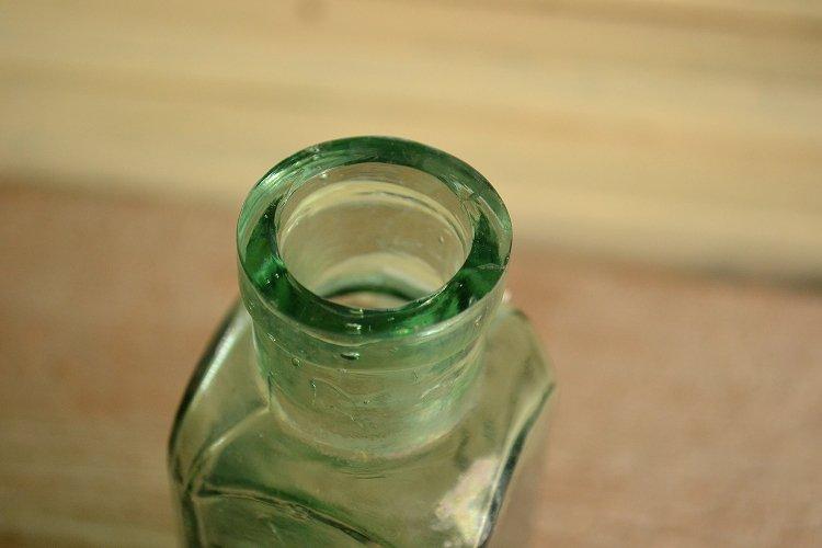 エッフェルタワー フルーツジュース アンティークボトルです。