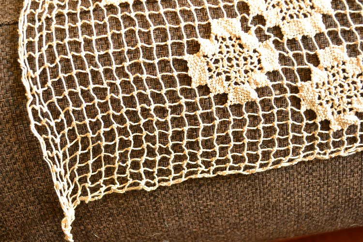 アンティークレース刺繍カバー ベッドカバーやソファーカバー、カーテン、テーブルクロスにです。