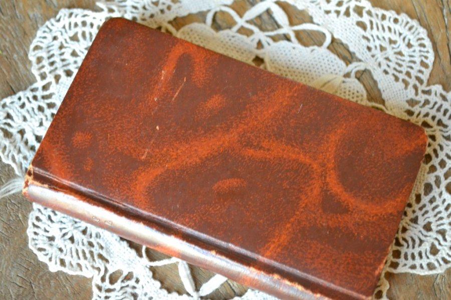 小さな革表紙の祈祷書(ミサ典書) 三方金 フランス 1800年〜1900年初期です。