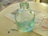 写真の商品も、ご一緒にいかがでしょうか?珍しい形をしたきれいな薄いグリーンのインク瓶(INK BOTTLE CYLINDER MINT GREEN)