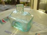 薄いグリーンの船型インク瓶(INK BOTTLE NOAH MINT GREEN)