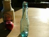 写真の商品も、ご一緒にいかがでしょうか?消毒薬瓶 エンボス入りアンティークボトル アクアブルー(SANO-BOLIC DISINFECTANT AQUA BLUE)