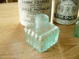 写真の商品も、ご一緒にいかがでしょうか?ほんのりグリーンのエンボス波模様がかわいいインク瓶・インクボトル(INK BOTTLE RIBBED MINT GREEN)
