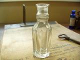 写真の商品も、ご一緒にいかがでしょうか?かわいい形の透明な香水瓶