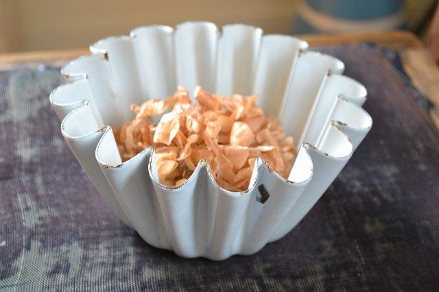 チャーミングなエナメル製白いゼリーモールド