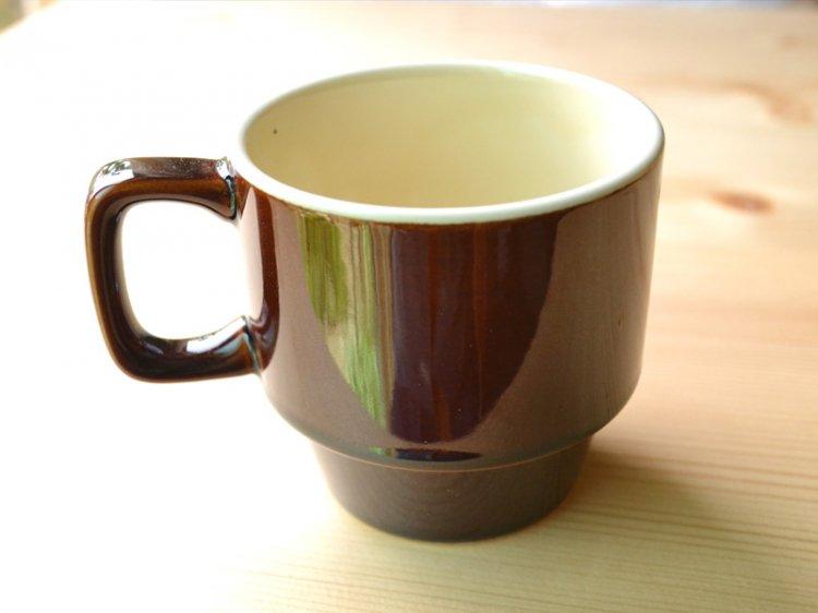 スタッキングマグ イエム(hjem) ブラウン メゾンブランシュ(maison blanche) 北欧風 洋食器 日本製 新生活 引き出物 おうちカフェです。