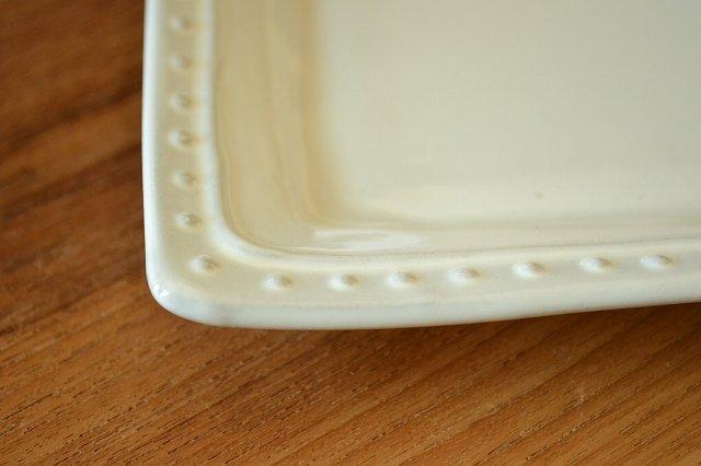 スクエアプレートS ラ・レーヌ(La reine) メゾンブランシュ(maison blanche) 白い 食器 日本製 アンティーク調です。