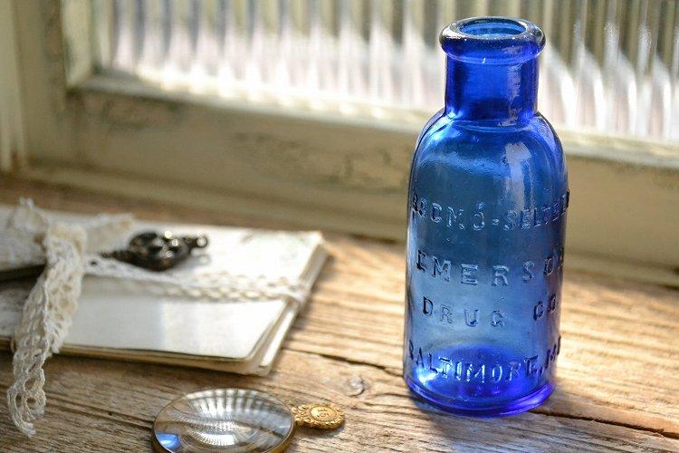 きれいなコバルトブルーのアンティーク薬瓶 EMERSON DRUG社 BROMO SELTZER