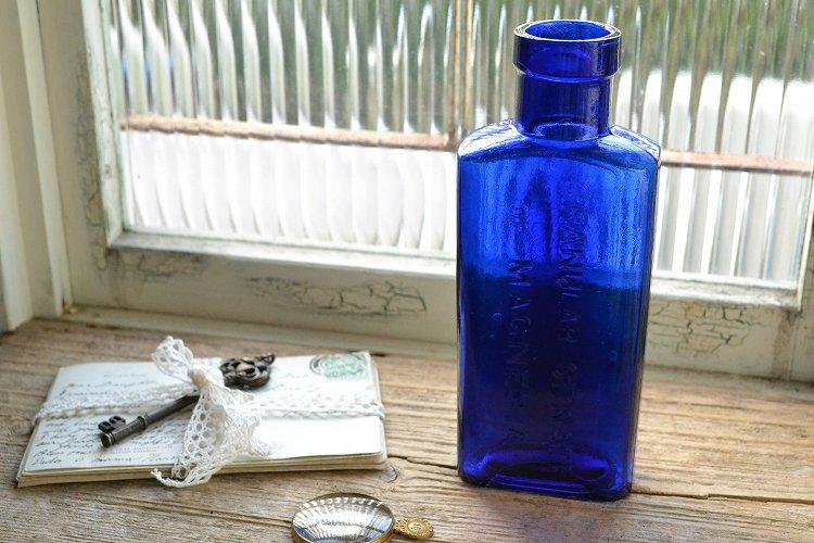 きれいなコバルトブルーの薬瓶/エンボス入り/アンティークボトル/GRANULAR CITRATE OF MAGNESIA