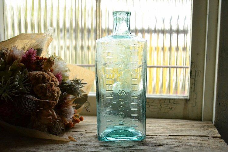 目盛りの付いたシロップ瓶/薬瓶です。
