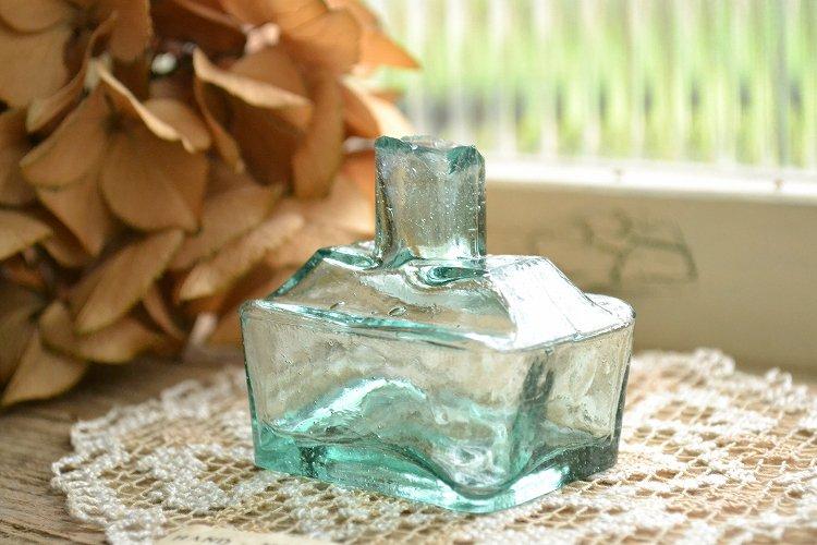 舟型インクボトル/波打ったガラス表面