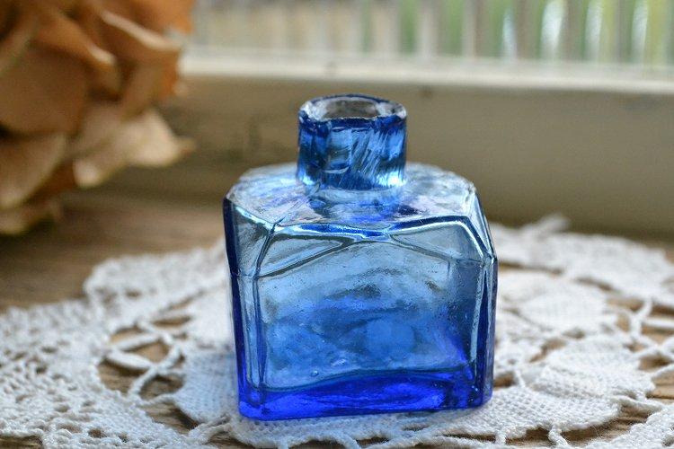 ブルーのインクボトル/四角形