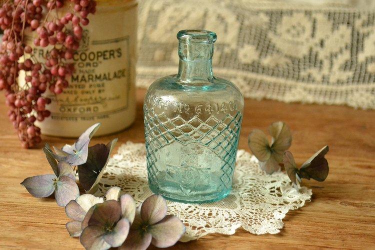 薄いブルーが綺麗なアンティーク薬瓶 リゾール/アンティークボトル