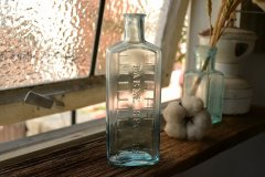 目盛りの付いたシロップ瓶/薬瓶