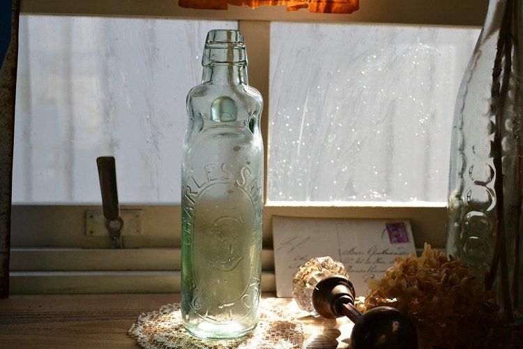 アンティークなイギリスの珍しいラムネ瓶/プリントロゴ