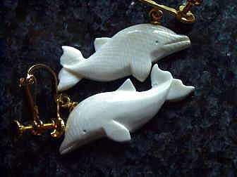 象牙の魔除けイルカ(イヤリング) ◆ 送料無料商品 ◆の画像