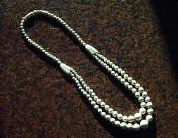 象牙の魔除け丸玉二連型ネックレス 長さ45cmの商品写真