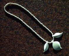 象牙の魔除け三枚葉丸玉型ネックレス長さ43cmの商品写真