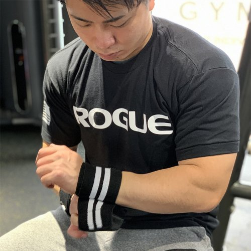【即お届け】【ROGUE】ROGUE WRIST WRAPS(Black/White)18インチ<img class='new_mark_img2' src='https://img.shop-pro.jp/img/new/icons7.gif' style='border:none;display:inline;margin:0px;padding:0px;width:auto;' />