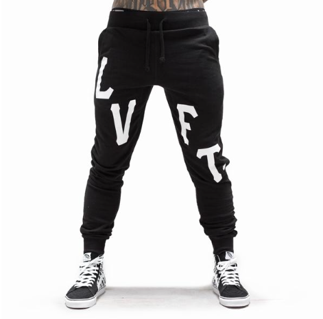 【30%OFF】【即お届け】【LVFT】【LIVE FIT】Oversized Varsity Joggers(Black)<img class='new_mark_img2' src='https://img.shop-pro.jp/img/new/icons24.gif' style='border:none;display:inline;margin:0px;padding:0px;width:auto;' />