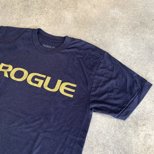 【即お届け】【ROGUE】ROGUE BASIC SHIRT(Navy/Gold)<img class='new_mark_img2' src='https://img.shop-pro.jp/img/new/icons7.gif' style='border:none;display:inline;margin:0px;padding:0px;width:auto;' />