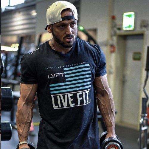 【即お届け】【LIVE FIT】【LVFT】LVFT FLAG TEE (BLACK/TEAL)<img class='new_mark_img2' src='https://img.shop-pro.jp/img/new/icons7.gif' style='border:none;display:inline;margin:0px;padding:0px;width:auto;' />