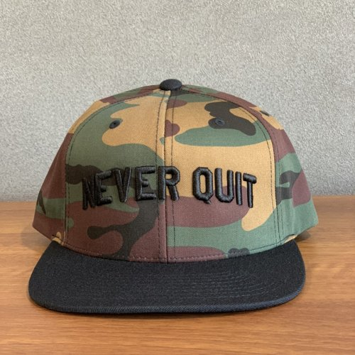 【即お届け】【LIVE FIT】【LVFT】NEVER QUIT SNAPBACK (GREEN CAMO / BLACK)<img class='new_mark_img2' src='https://img.shop-pro.jp/img/new/icons7.gif' style='border:none;display:inline;margin:0px;padding:0px;width:auto;' />